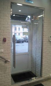 Стеклянная дверь по индивидуальному проекту