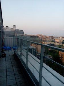Стеклянное ограждение балкона в частном доме