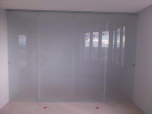 Раздвижные стеклянные двери на полную ширину проема