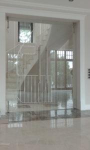 Маятниковая дверь на Manet