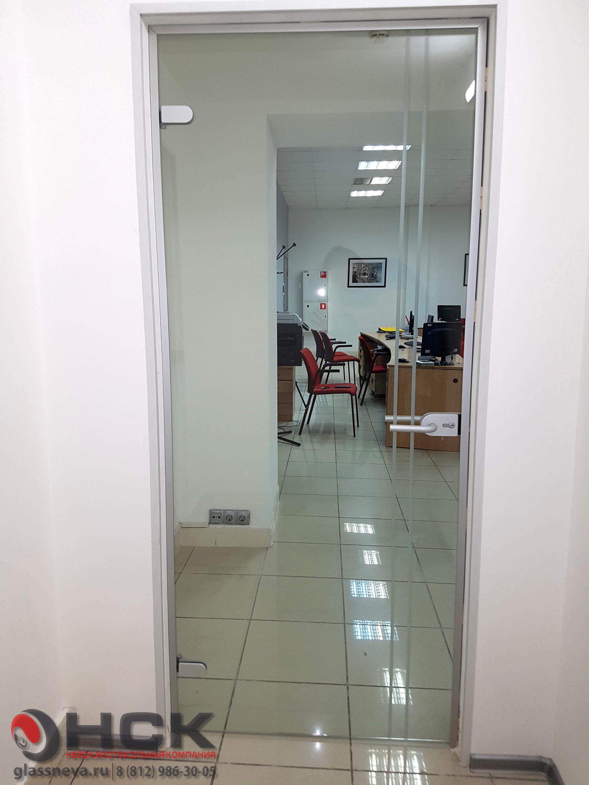 Стеклянная дверь с лазерной гравировкой