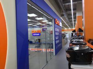 Цельностеклянная перегородка для магазина «DNS»