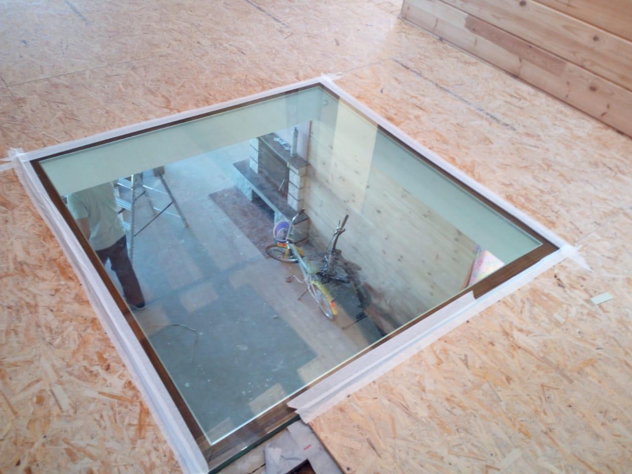 Стеклянные полы с тройным триплексом (склеенные между собой стекла